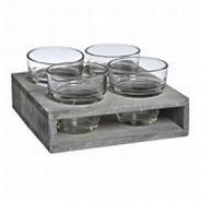 Houten bord met 4 glaasjes