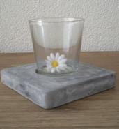 Glas op beton